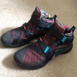 Lebron Soldier IX Basketball sneakers